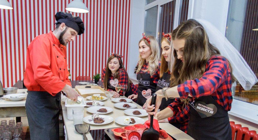 невеста готовит с подружками